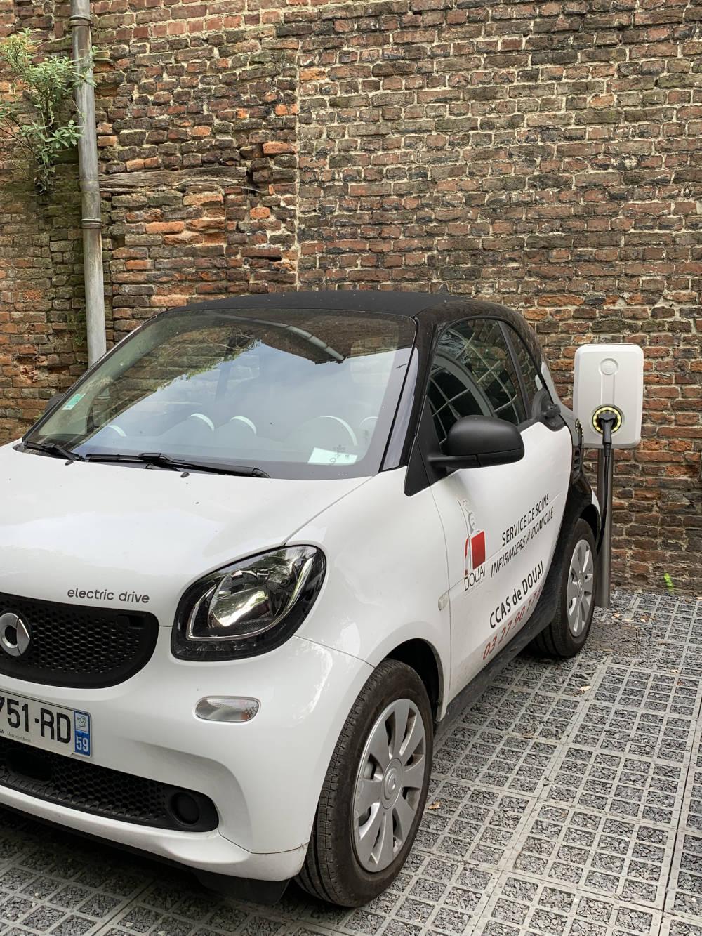 Domotisme : Installation borne de recharge véhicule électrique entreprise