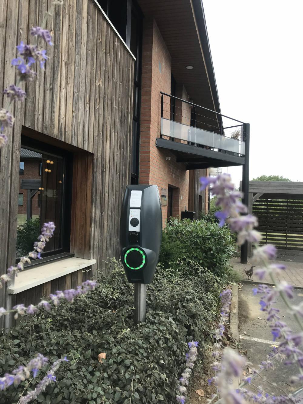 Domotisme : installation borne recharge voiture électrique Entreprise Clinitex