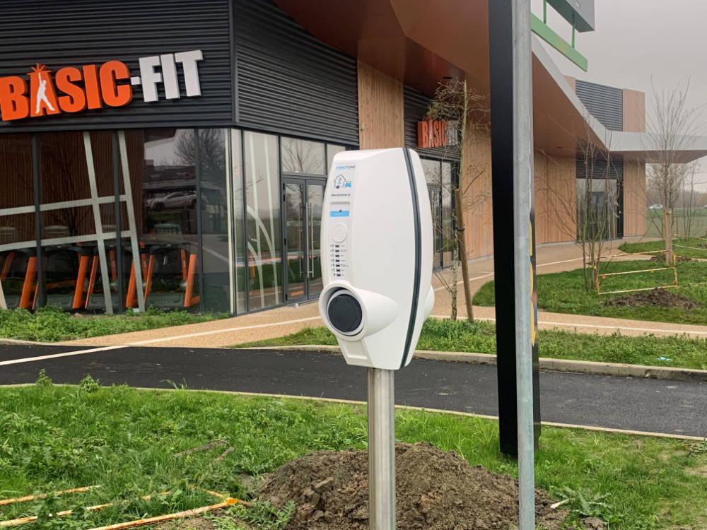 DOMOTISME installation borne recharge voiture électrique centres sportif et commerciaux